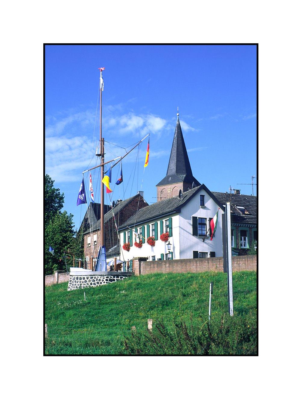 Fahnenmast in Grieth
